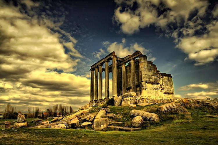 Aizonai Zeus Tapınağı (Gravür: E. Landron 1862) (Kütahya )