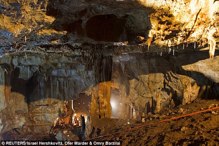 İsrail'deki 55.000 Yıllık Kafatası Neandertal ve İnsan Çiftleşmesini Kanıtlayabilir