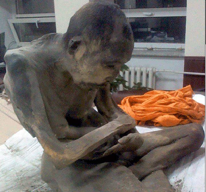 moğolistanda budist mumyası ölmemiş