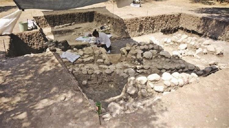 apollun smintheus kutsal alanında prehistorik mezarlar