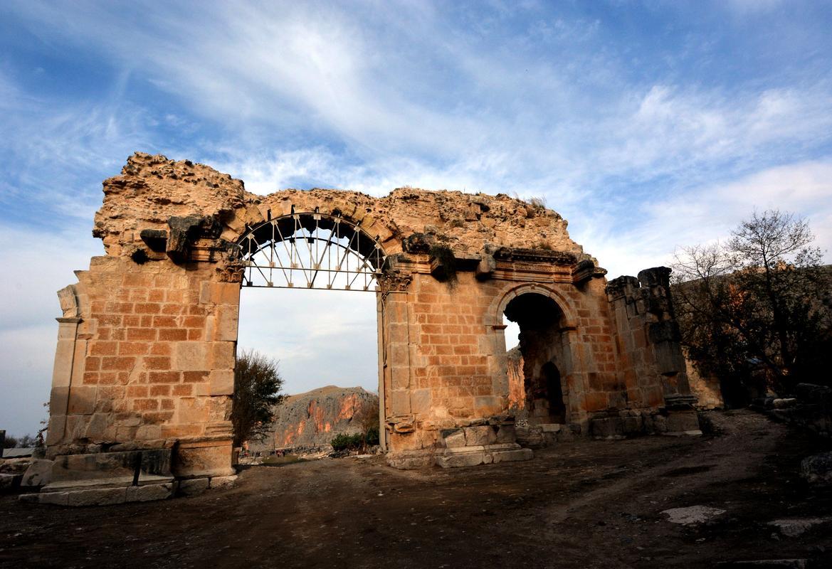 anavarza antik kentinde çalışmalar hız kesmeden devam ediyor