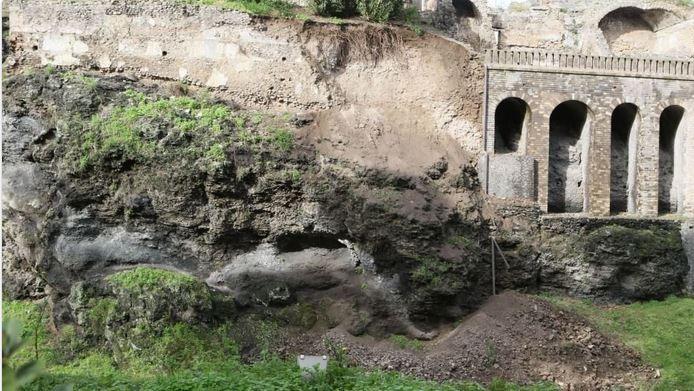 pompeii'de severus bahçesi'nin duvarı yıkıldı