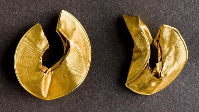 ingiltere'de altın saç tokası küpe define