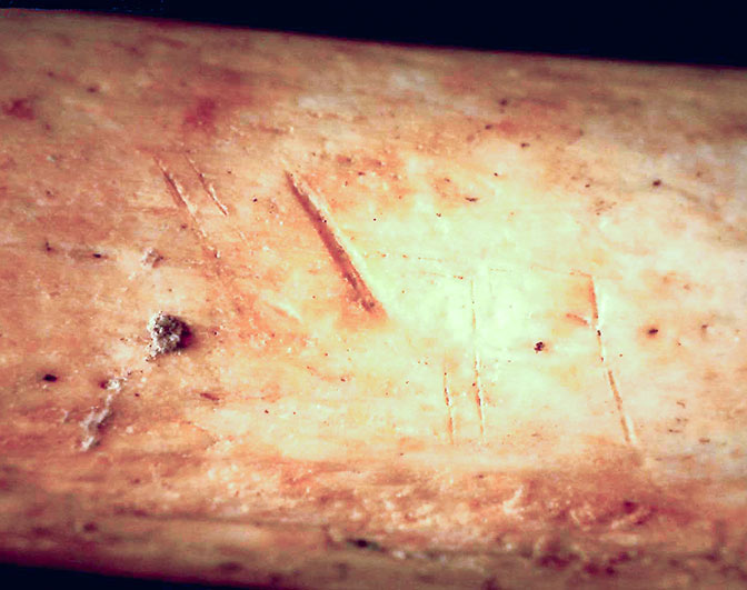 Neolitik dönem İtalyası'nda ölülerin etleri kemiklerinden ayrılarak mağaralara gömülmekteydi.