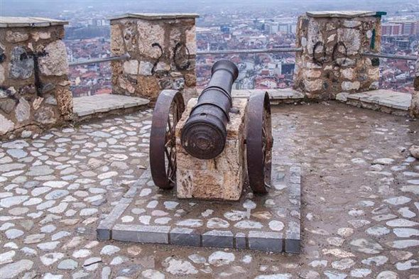 kosova'da bulunan osmanlı kalesi yıkıldı