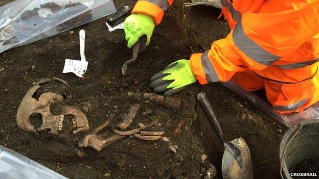 londra'da kara ölüm kurbanları bulundu