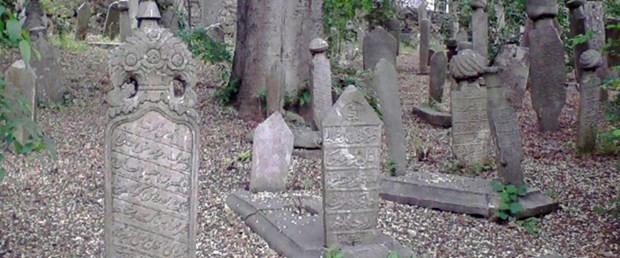 osmanlı mezar taşlarını kanalizasyon kapağı yaptılar