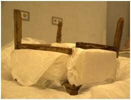 Firavun Tutankhamun'un sandalyesi yeni müzeye taşıma çalışmaları sırasında kırıldı.