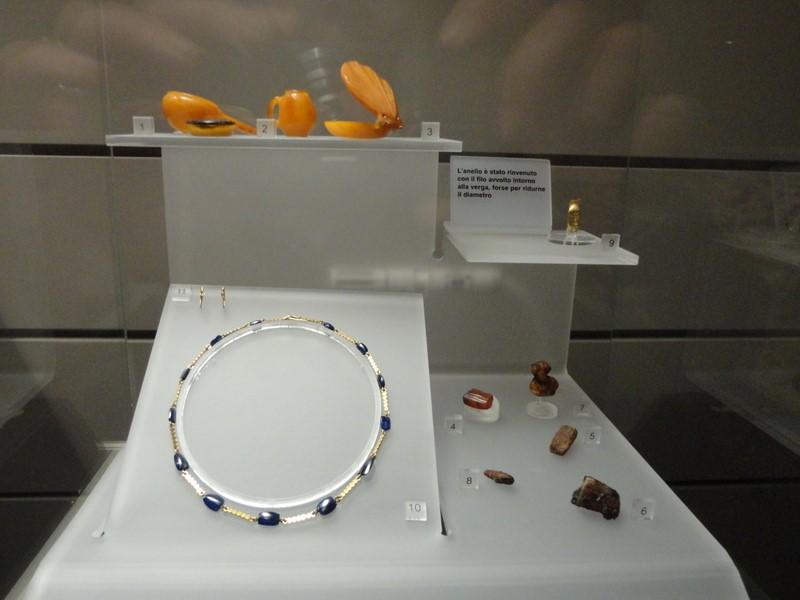 Grottarossa mumyasının mücevherleri /guideofrome.blogspot