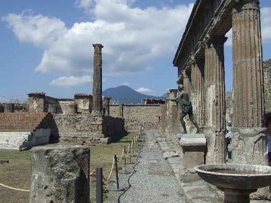 pompeii modern ve eski turist fotoğraff