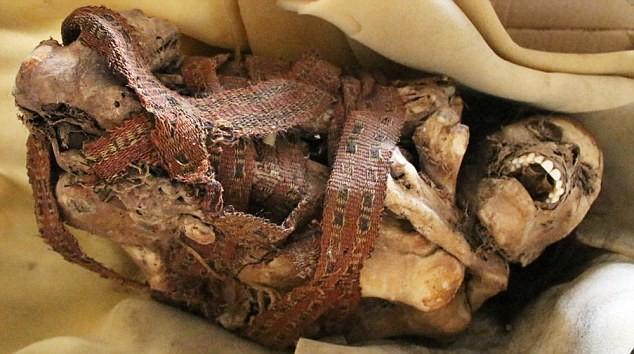 peru'da çöplükte kolomb öncesine tarihlenen mumya bulundu