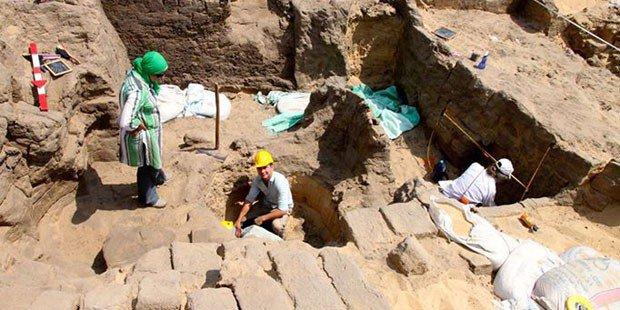 Nil deltasının kalbinde 4600 yıl öncesine ait bir firavun mezarı bulundu.