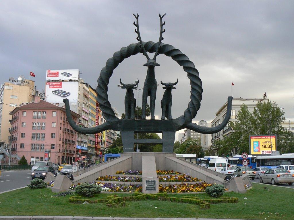 ankaranın sembolü olan heykel yıpranıyor