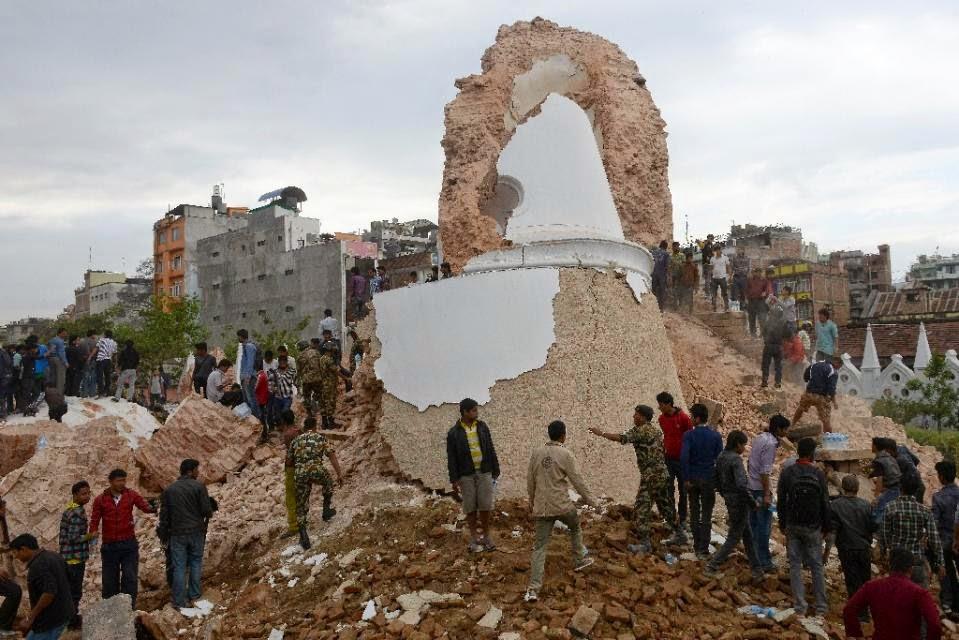 nepal'de gerçekleşen şiddetli deprem tarihi yapılara zarar verdi