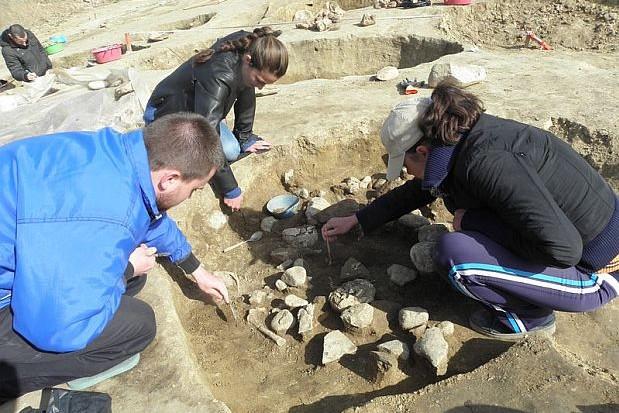 bulgaristan'da tarih öncesi çocuk kurbanlar bulundu.
