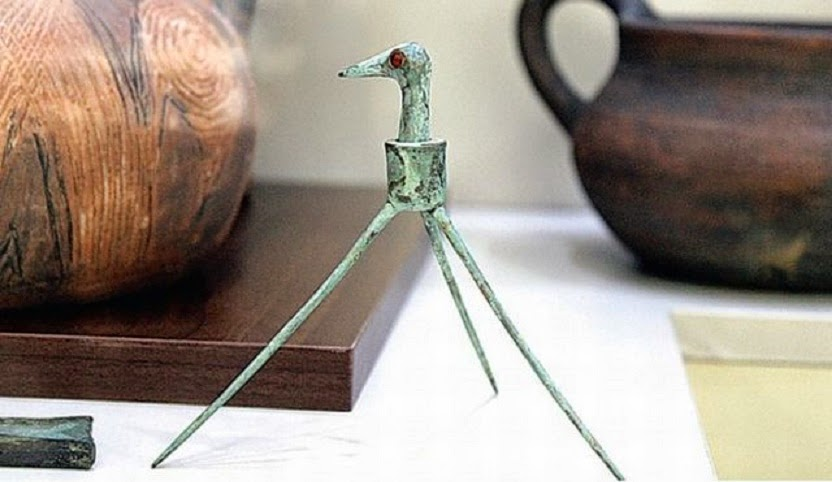 Bulgaristan'da Avrupa'nın en eski oyuncağı olduğu iddaa edilen bir bronz nesne bulundu.