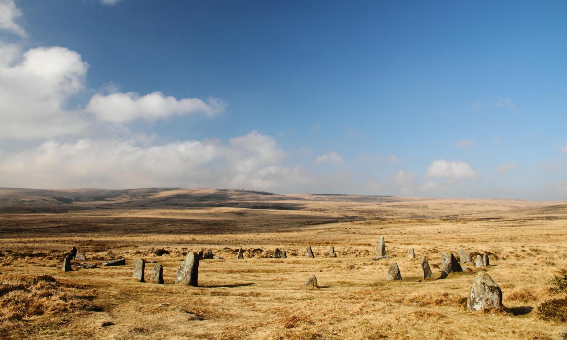 """Güney İngiltere'de 4.000 yıllık bir """"taş çember"""" bulundu."""