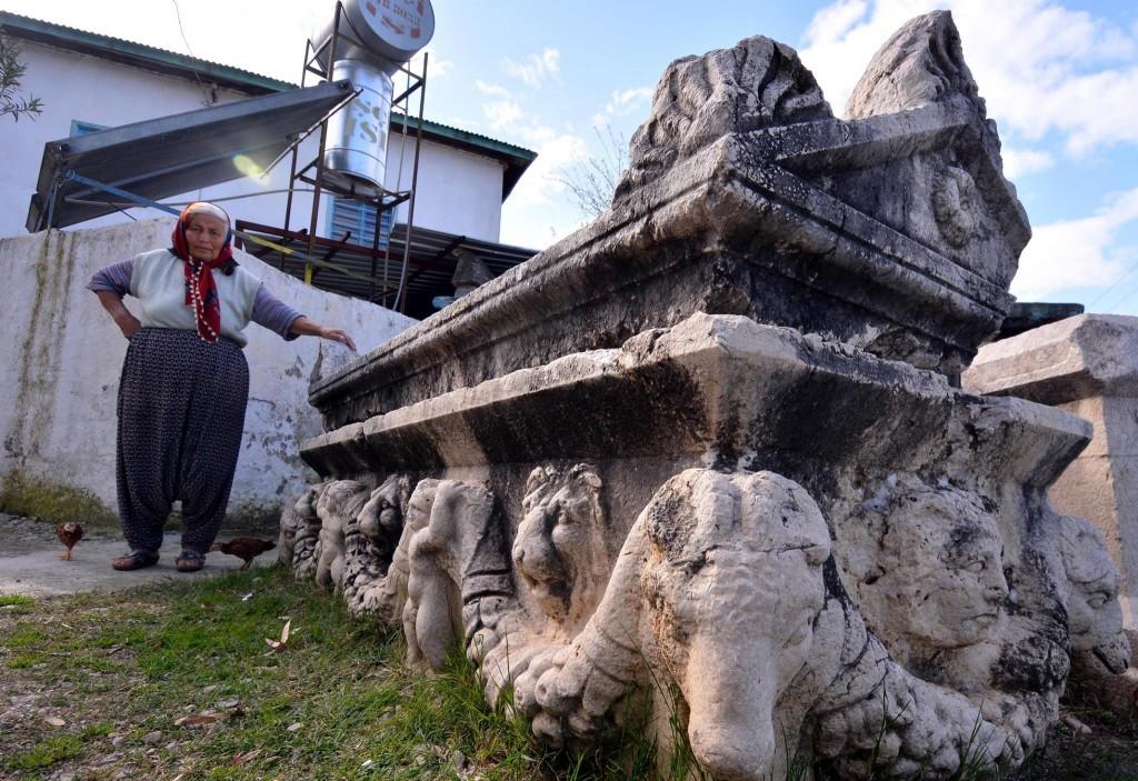 Hatun Teyze Evinin Bahçesinde Roma Dönemi Eserleri Sergiliyor