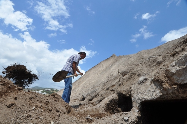 muğla'da inşaattan 2000 yıllık kaya mezarları çıktı