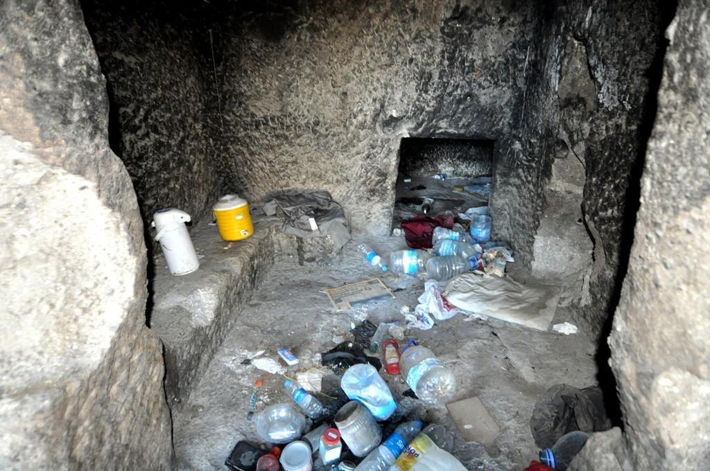 bodrum göktepe'de kaya mezarları temizlendi