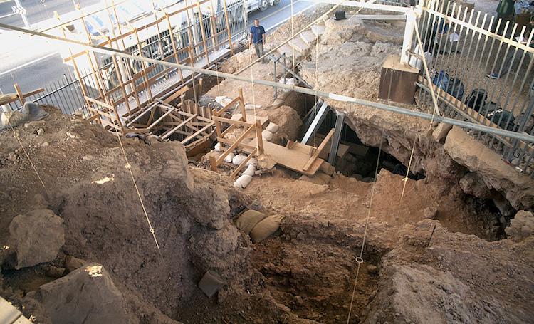 Qasem mağarası 2014 kazıları. Görsel:. Ran Barkai, Tel Aviv University.)