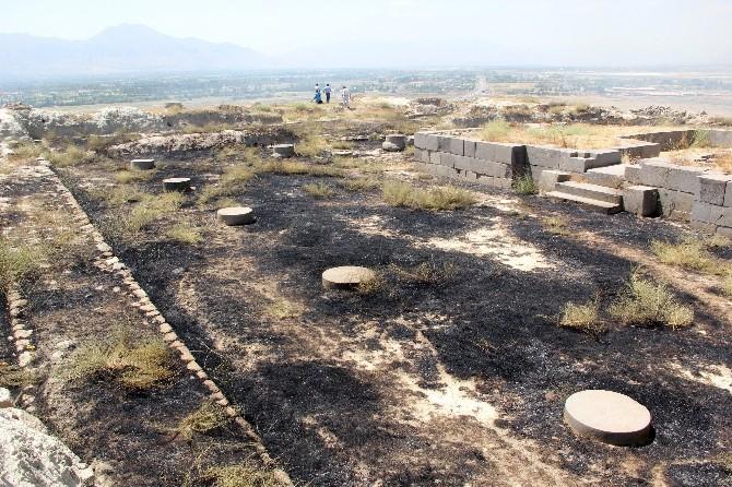 Erzincan'da Altıntepe Örenyeri Yandı