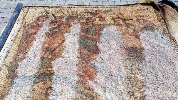 suriye sınırında tarihi mozaik ele geçirildi
