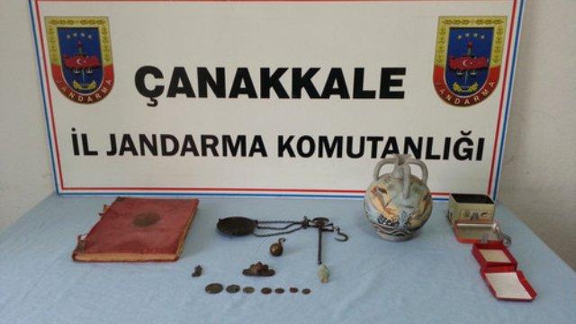 Çanakkale'de Yakalanan Eser Kaçakçısında Tarihi Tevrat Bulundu