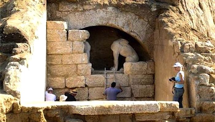 Ünlü Amphipolis Mezarı Kaderine Terk Edildi