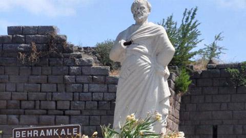 Assos Antik Kenti'ndeki Aristoteles Heykeline Saldırı