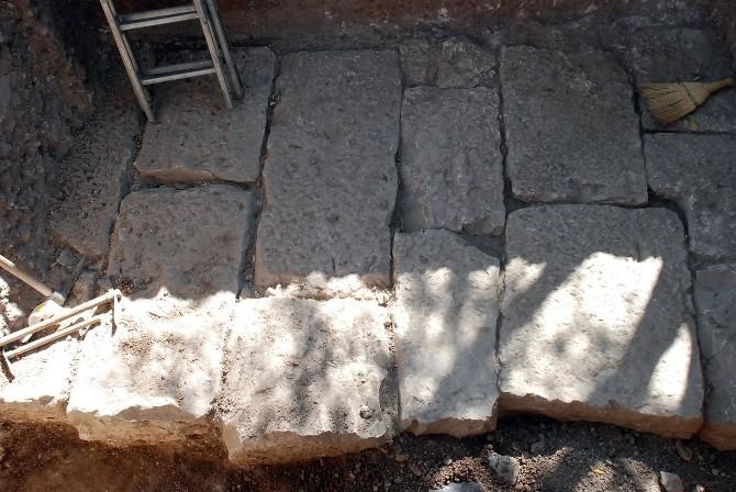 Didim'de Yeni Bir Antik Tapınağın Temellerine Ulaşıldı