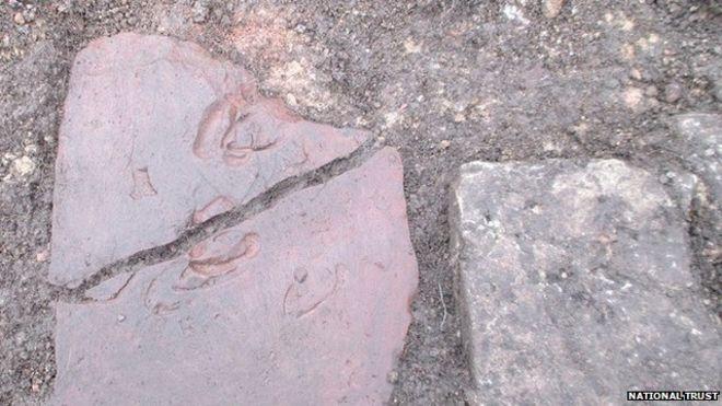 İngiltere'de Roma Dönemi Kiremitinde Geyik Toynağı İzi Bulundu