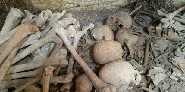 Emet ilçesindeki köyde Roma dönemi toplu mezarı