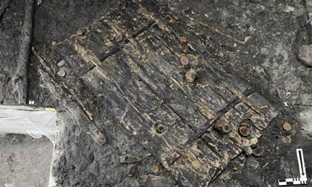 İsviçre'de Bulunan 5.000 Yıllık Ahşap Kapı