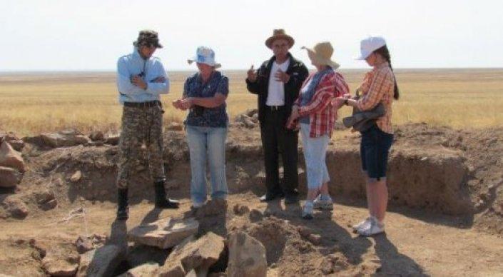 Semeytau mezar höyüklerinde kafatası olmayan iskeletler