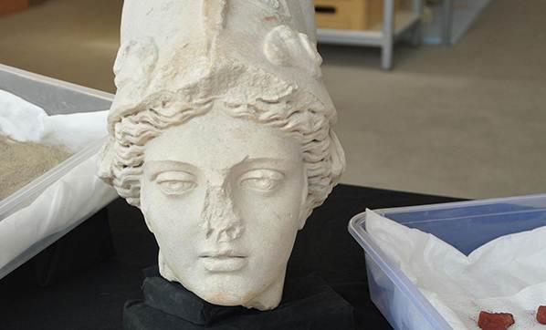 Laodikya Antik Kenti'nde Definecilerin Gömdüğü Heykel Başları Bulundu