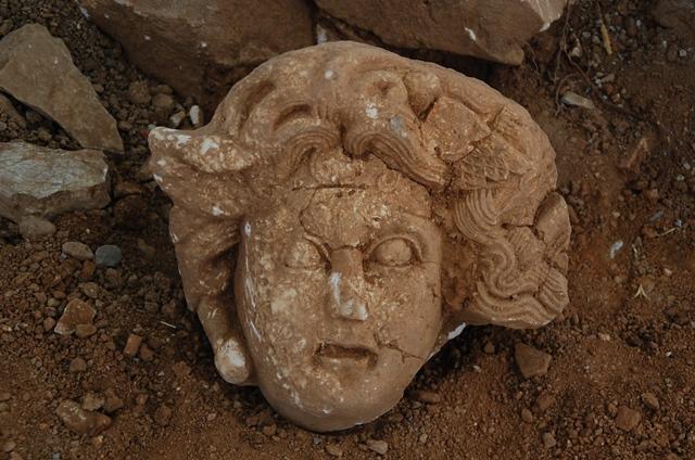 Ad Cragum Antik Kenti'nde Medusa Başı Bulundu