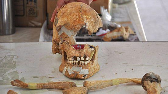 Oylum Höyük'teki Sarayda Yanarak Ölmüş İki Kadın İskeleti Bulundu