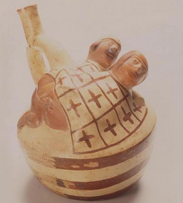 Moche seramiklerinde en çok görülen tasvirlerden biri anal ilişki. (Wikimedia Commons)