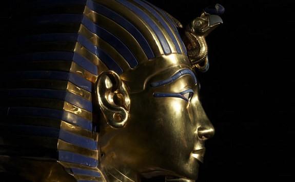Tutankamon'un altın maskesi genç firavunun zamansız ölümünü onurlandırıyor.  Credit: Dreamstime