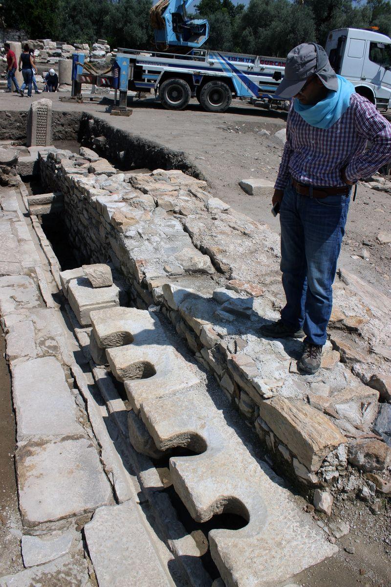 Stratonikeia Antik Kenti'nde Umumi Tuvalet Alanına Ulaşıldı