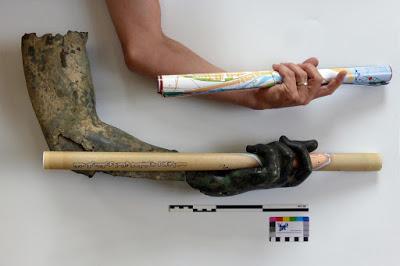 Heykelin parçaları bir araya getirilmiş sol eli. [Görsel: DAI Eurasien-Abteilung]
