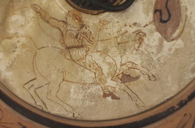 """2,500 yıllıksavaşçı kadın imgesi"""" (Mississippi Üniversitesi Müzesi - David M. Robinson Hatıra Koleksiyonu)"""
