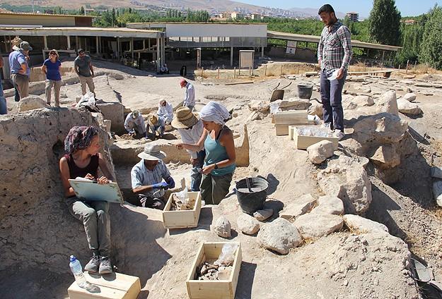 Malatya'daki Aslantepe Höyüğü'nde 5500 Yıllık Tapınak Ortaya Çıktı