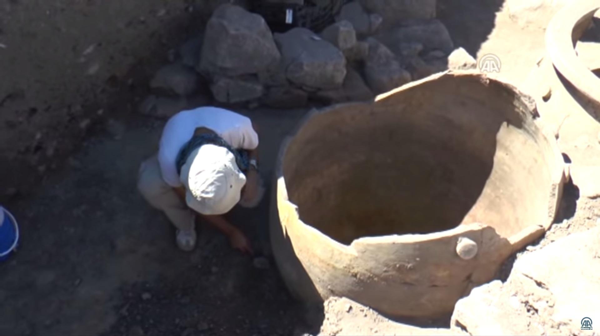 Kültepe'de 4000 Yıl Önce Yapılmış 2 Metrelik Dev Küpler Bulundu