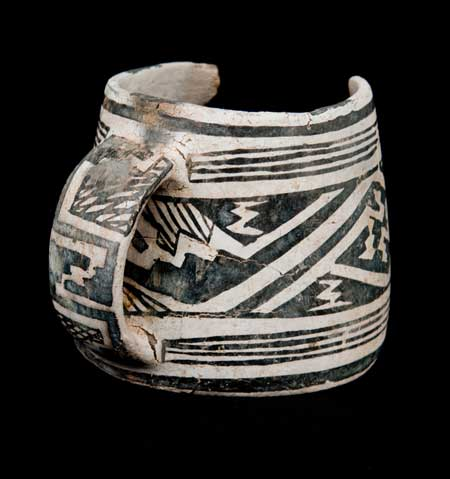 Mesa Verde, beyaz üzerine siyah kupa. (Görsel: Crow Canyon Archaeological Center; BLM-Anasazi Heritage Center (97.10.5MT765.V100R9U553))