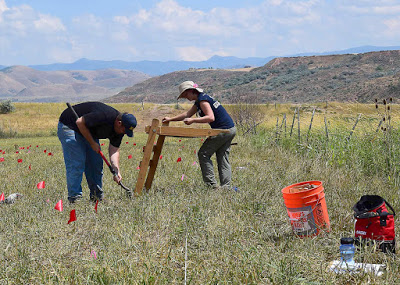 Members of a USU archaeology team excavate after detecting metal at the site of the Bear River Massacre [Credit: USU Archaeological Services] Read more at: http://archaeologynewsnetwork.blogspot.com.tr/2015/09/archaeologists-study-largest-native.html#.VeyKxfmqpBd Follow us: @ArchaeoNewsNet on Twitter | groups/thearchaeologynewsnetwork/ on Facebook