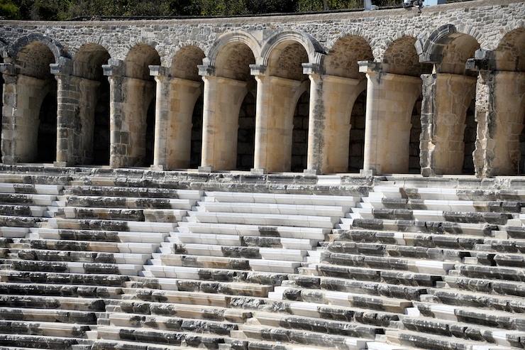 Aspendos Antik Tiyatrosu'nun Restorasyonu Mutfak Mermeri Eleştirisi Aldı
