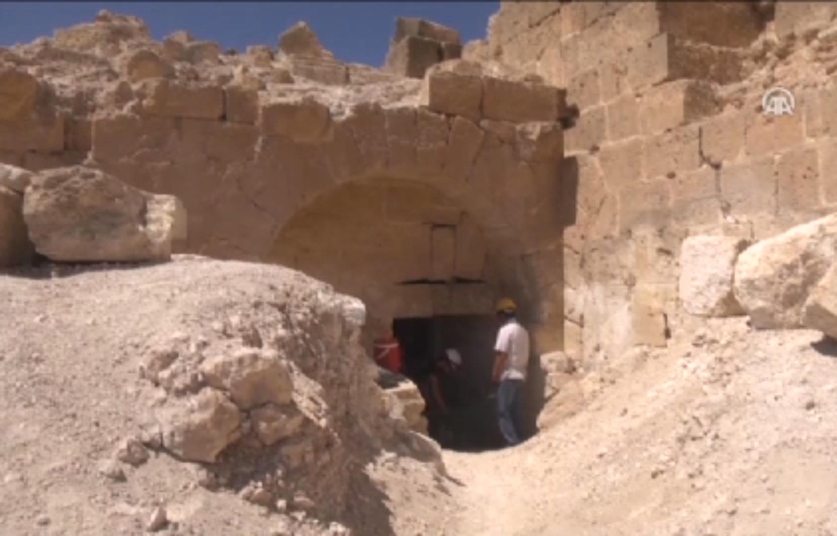 Zerzevan Kalesi'nde 1500 Yıllık Gizli Geçit Bulundu