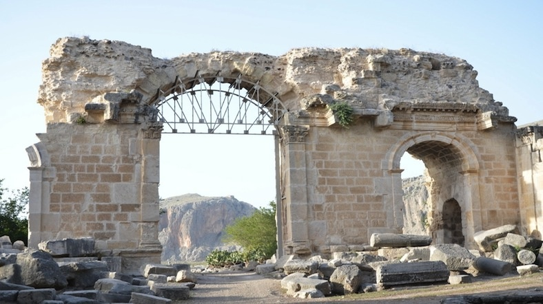 Anavarza Antik Kenti'nde Gladyatörlerin Savaştığı Yapı Gün Yüzüne Çıkacak